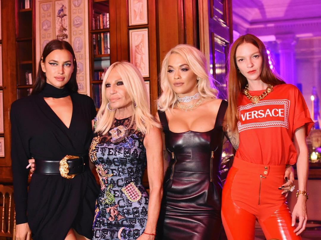 Donatella Versace seguirá bajo la dirección creativa de Versace. Foto   DonatellaVersace. Michael Kors ... d2c4538c9f