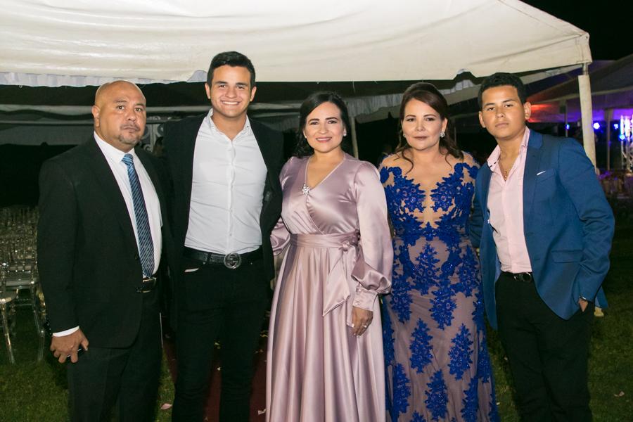 Cindy Posas y Steven Flores