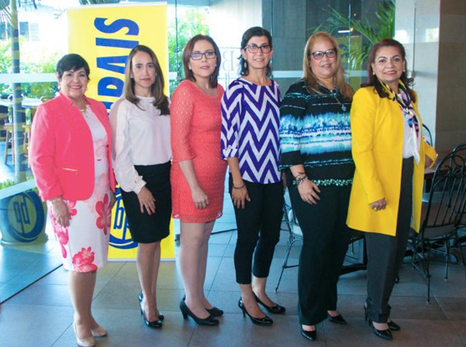 Los pañuelos solidarios de Operación Sonrisa y Banco del País