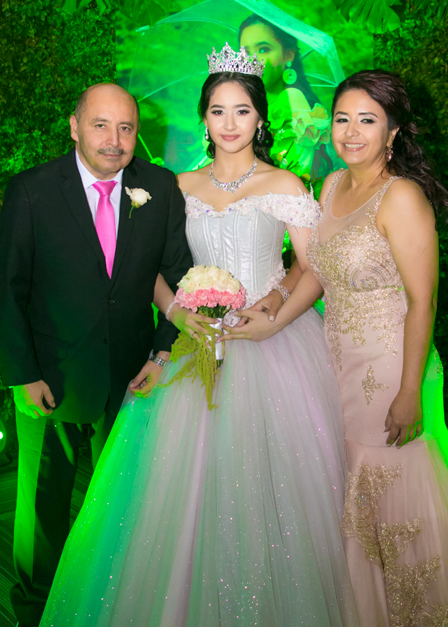 Los quince años de María Teresa Zacapa