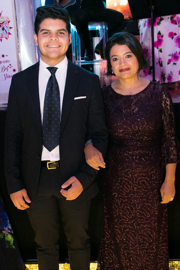 Desfile padres y Seniors EIS 2019