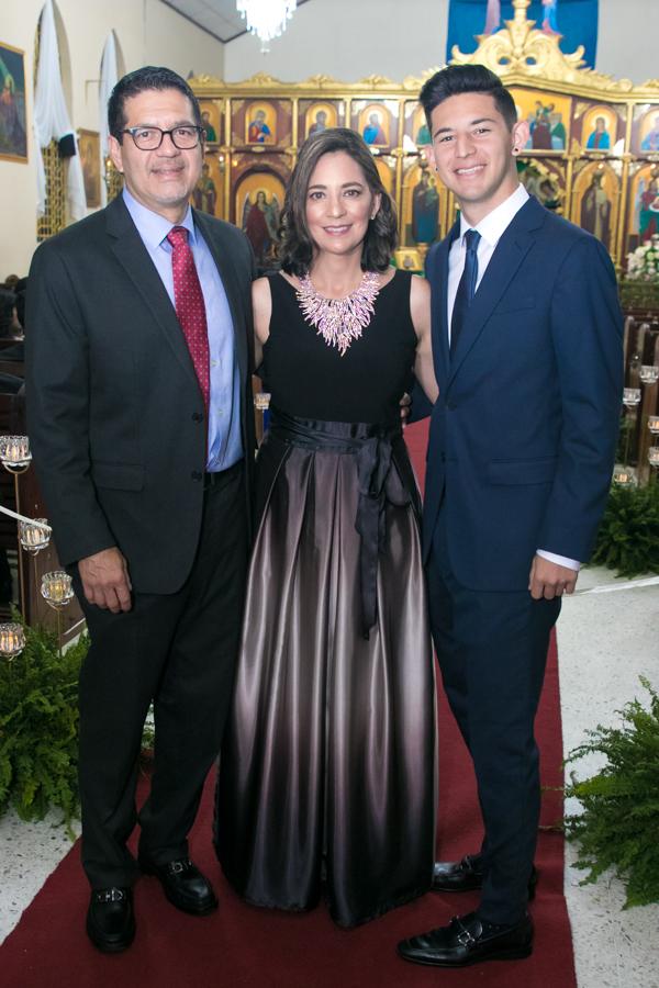La misa ortodoxa nupcial de Linda Lozano y René Bendaña