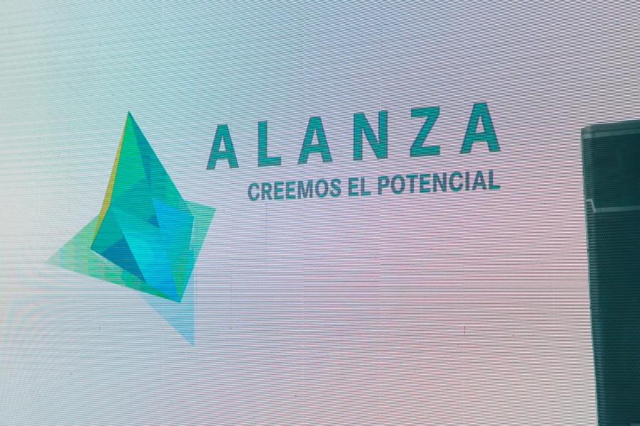 La primera piedra del muelle 2A by Avanza